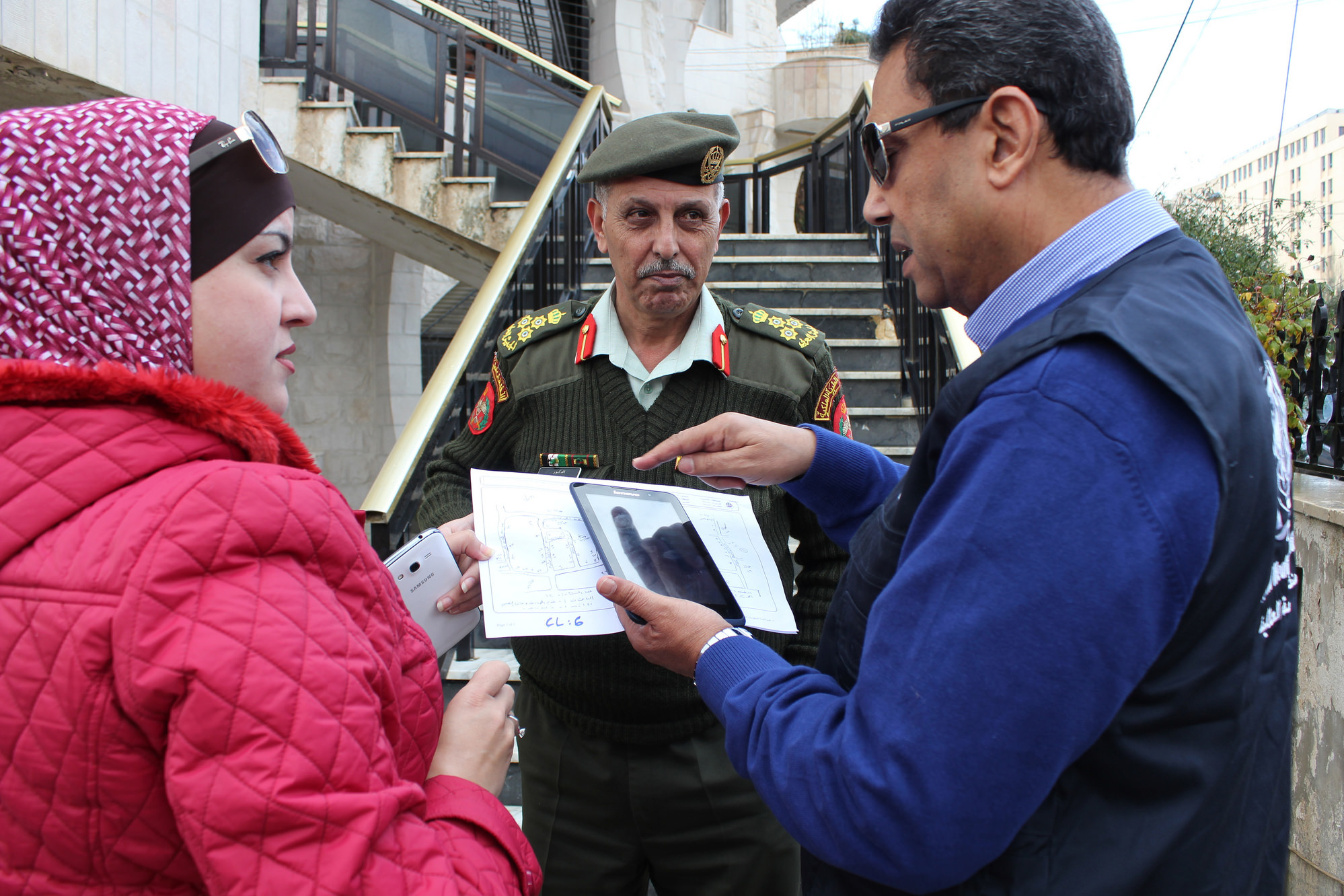 Jordanian Royal Medical Services and WHO conduct post-campaign monitoring in Amman, Jordan, using mobile tablets with ODK.